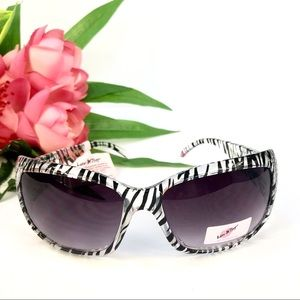 💋 Luv Betsy Animal Print Sunglasses